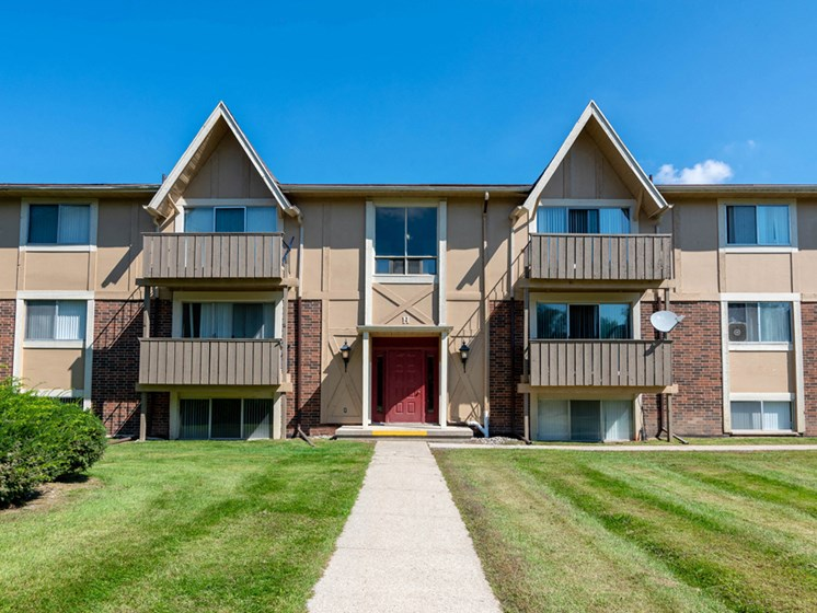 Apartments in Saginaw, MI Front