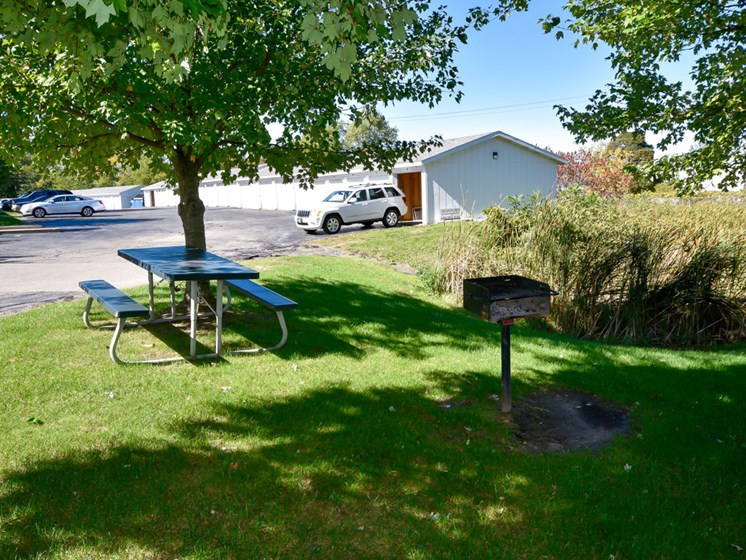 Picnic And BBQ Area At Crown Pointe Apartments In Holland, MI