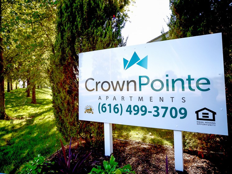Professional Management Team at Crown Pointe Apartments in Holland, MI