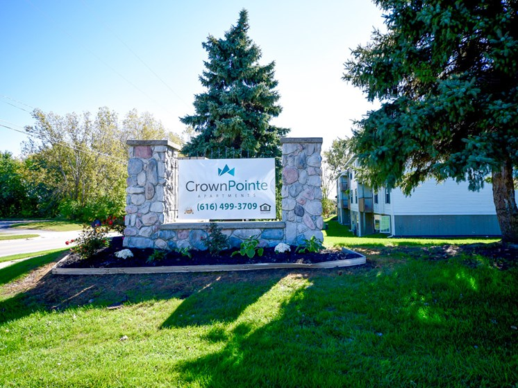 Professional On Site Management at Crown Pointe Apartments in Holland, MI