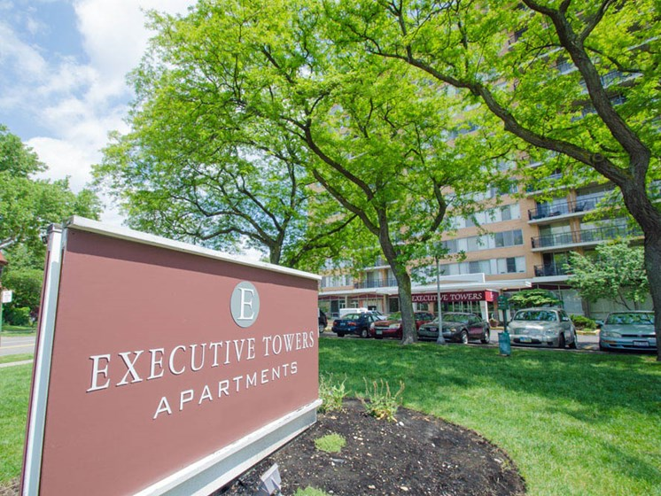 Executive Towers Apartments in Downtown Toledo, OH