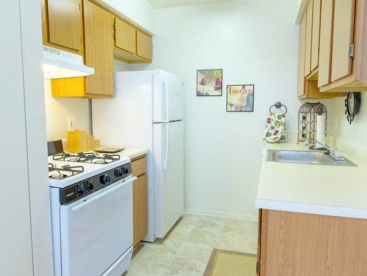 Vibrant Kitchens with Efficient Appliances; Gateway Townhomes in Romulus, MI