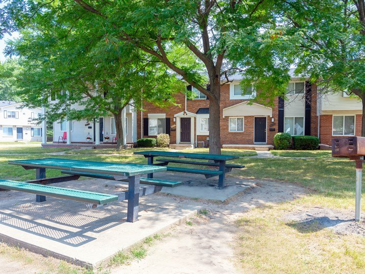 Picnic and BBQ Area; Gateway Townhomes in Romulus, MI