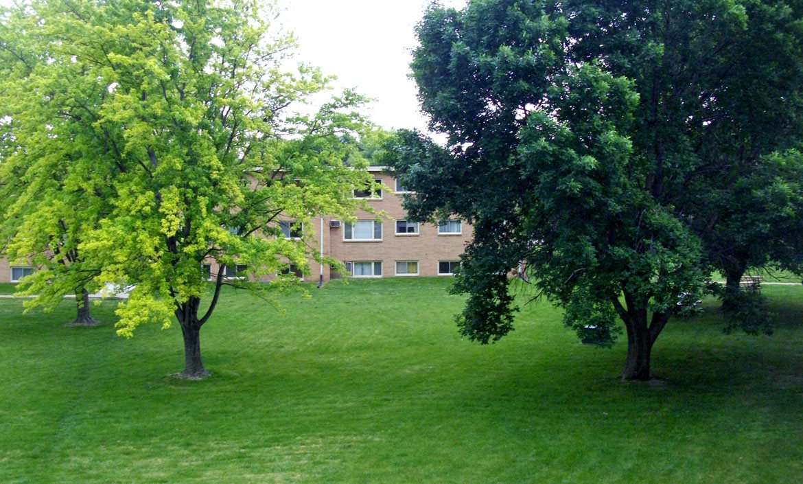 Green space at Interstate Apartments in South Sioux City, NE