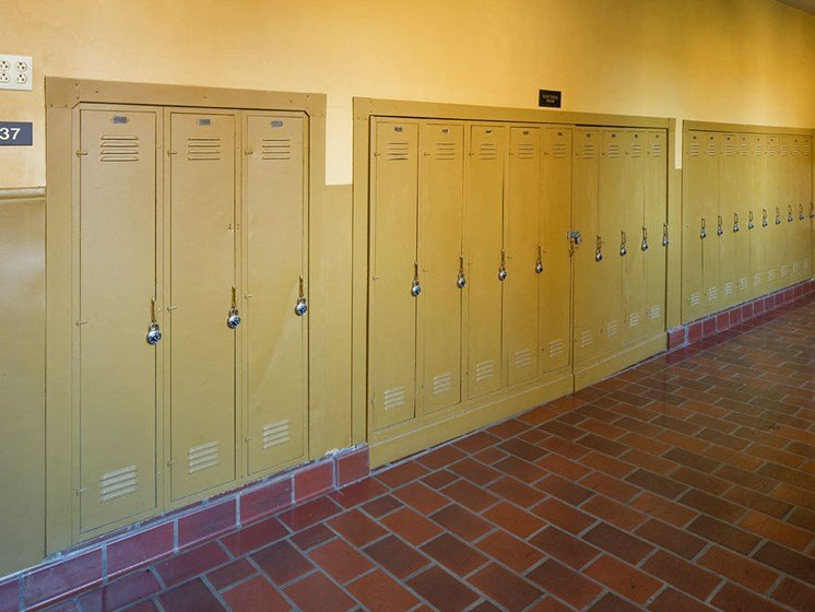 Storage lockers at cleveland ohio apartments