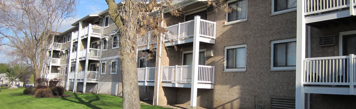 Exterior at Stone Grove Apartments in Burnsville, Minnesota