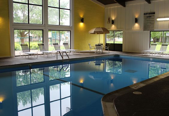 Stone grove apartments 2525 williams drive burnsville mn rentcaf for Public indoor swimming pools minneapolis