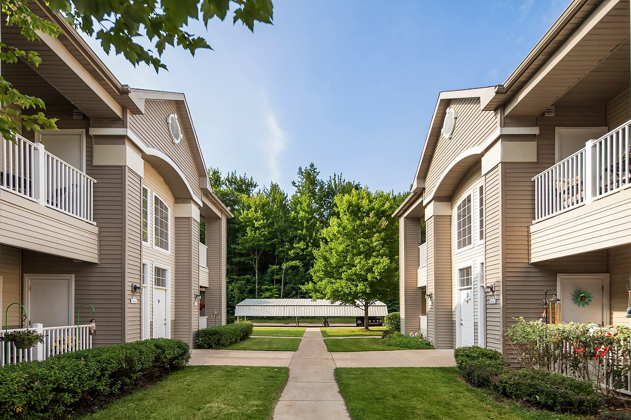 Apartments in Norton Shores Courtyard