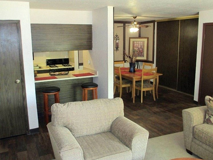 Spacious Living Space At Mission Hill Apartments In Albuquerque New Mexico