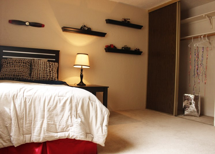 Gorgeous Bedrooms At Mission Hill Apartments In Albuquerque New Mexico