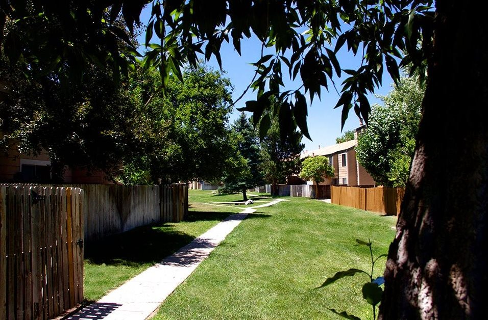 Exterior grounds at Meadow Lark Apartments in Aurora, CO