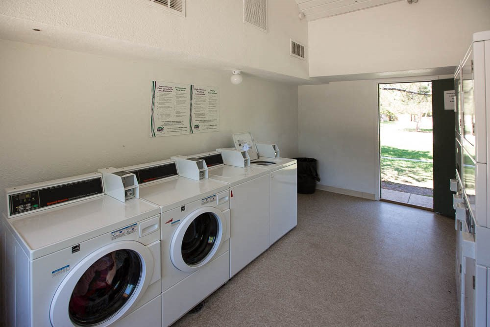 Apartments in Aurora, CO laundry