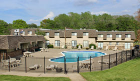 Apartments in Kansas City with two outdoor pools