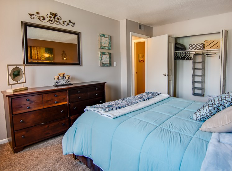 Huge bedrooms at Knollwood Apartments in Kansas City, MO and in North Kansas City, MO