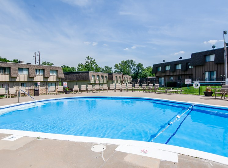 Huge swimming pool at Knollwood Apartments in Kansas City, MO and in North Kansas City, MO