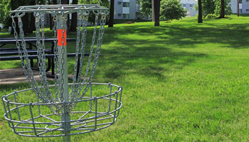 Cedar Rapids apartments with frisbee golf