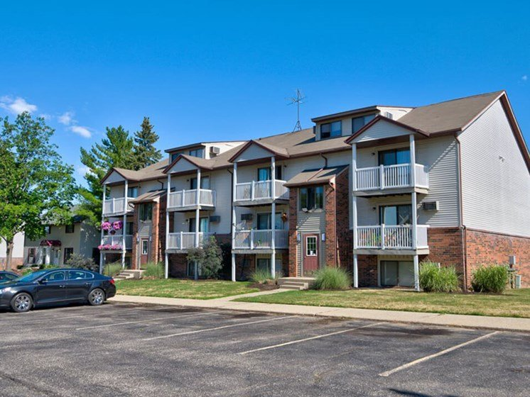 Large 1 Bedroom Apartment Homes at Eastland in Kentwood MI