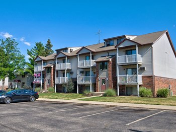 4243 Forest Creek Court SE Studio-2 Beds Apartment for Rent Photo Gallery 1