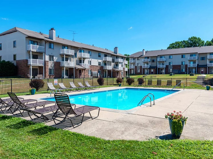 Pool and Sundeck Community Amenity Eastland Apartments in Kentwood MI