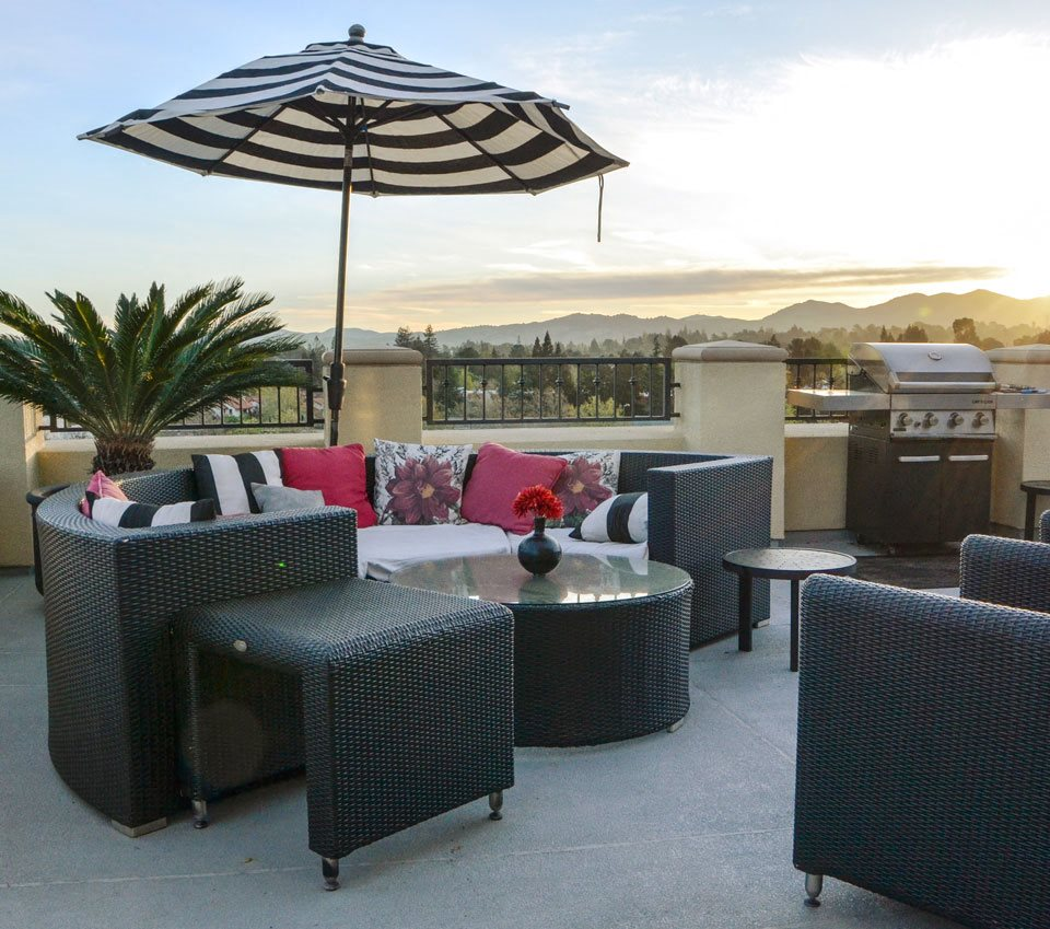 Outdoor patio furniture & grill