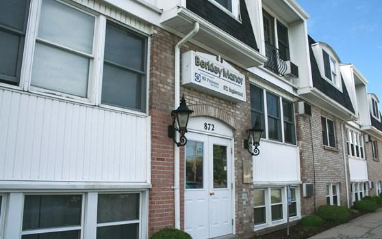 Berkley Manor Apartments Community Thumbnail 1