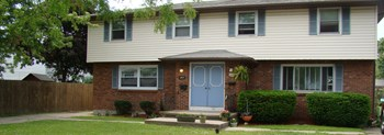 243/245 Sunshine Drive 3 Beds Apartment for Rent Photo Gallery 1
