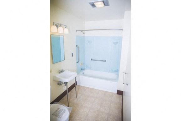 The Roosevelt Apartments, Buffalo - Bathroom
