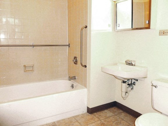 Peppertree Heights - Senior Apartments - Full Bathroom