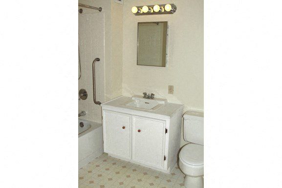 Westchester Park - Amherst Senior Housing - Full Bathroom
