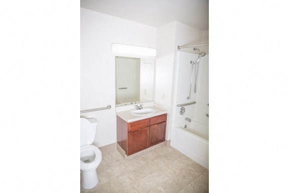 Ellicott Homes, Buffalo Apartments - Full Bathroom