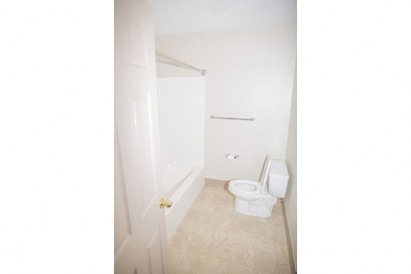 Ellicott Homes, Buffalo Apartments - Full Bathroom 2