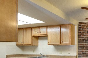 London Towne Apartments Amherst - Kitchen and Dining