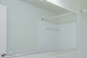 London Towne Apartments Amherst - Full Bath