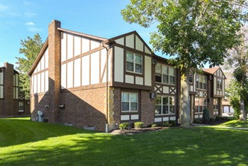 4453 Chestnut Ridge Road #3 1-2 Beds Apartment for Rent Photo Gallery 1