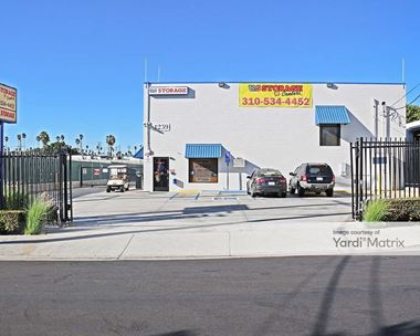 Storage Units for Rent available at 1239 257th Street, Harbor City, CA 90710 Photo Gallery 1