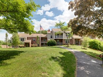 121 Summerhill Glen 1-2 Beds Apartment for Rent Photo Gallery 1