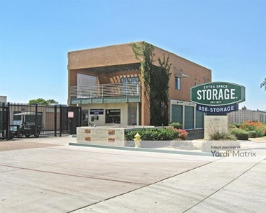 Storage Units for Rent available at 15626 North Cave Creek Road, Phoenix, AZ 85032 Photo Gallery 1