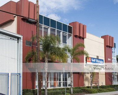Storage Units for Rent available at 3911 Pacific Hwy, San Diego, CA 92110 Photo Gallery 1