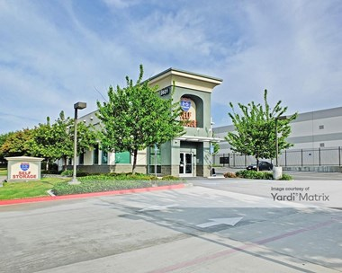 Storage Units for Rent available at 2631 Michelle Drive, Tustin, CA 92780 Photo Gallery 1