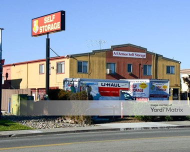 Storage Units for Rent available at 2468 Whipple Road, Hayward, CA 94544 Photo Gallery 1