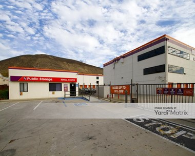 Storage Units for Rent available at 23811 Ventura Blvd, Calabasas, CA 91302 Photo Gallery 1