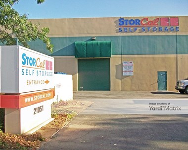 Storage Units for Rent available at 21051 Oxnard Street, Woodland Hills, CA 91367 Photo Gallery 1