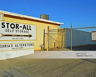 Storage Units for Rent available at 826 East Avenue R, Palmdale, CA 93550 Photo Gallery 1