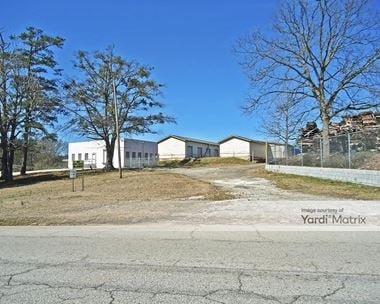 Storage Units for Rent available at 348 Bay Street, Fairburn, GA 30213 Photo Gallery 1