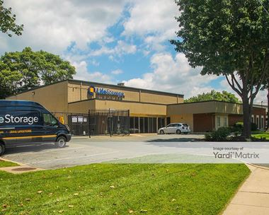 Storage Units for Rent available at 26 West Diamond Avenue, Gaithersburg, MD 20877 Photo Gallery 1