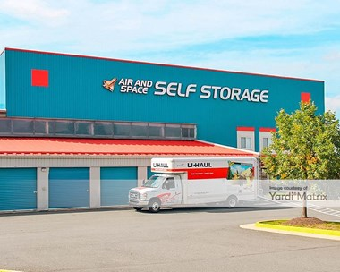 Storage Units for Rent available at 14560 Lee Road, Chantilly, VA 20151 Photo Gallery 1