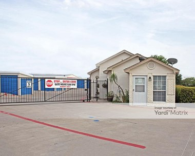 Storage Units for Rent available at 2422 Marsh Lane, Carrollton, TX 75006 Photo Gallery 1