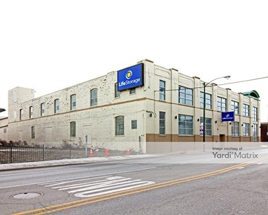 Storage Units for Rent available at 615 West Pershing Road, Chicago, IL 60609 Photo Gallery 1