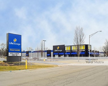 Storage Units for Rent available at 1800 Des Plaines Avenue, Forest Park, IL 60130 Photo Gallery 1