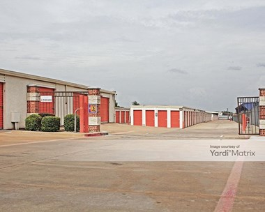 Storage Units for Rent available at 1212 North Duncanville Road, Duncanville, TX 75116 Photo Gallery 1